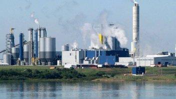 Cuestionan resolución de CARU que permitiría más contaminantes en el río
