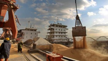 Embargaron USD 3.100 millones y autos de lujo a una exportadora de cereales