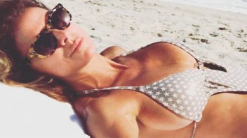 Flavia Palmiero impactó con sus fotos y video desde la playa