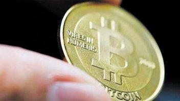 El precio del bitcoin se recupera lentamente, tras su fuerte caída