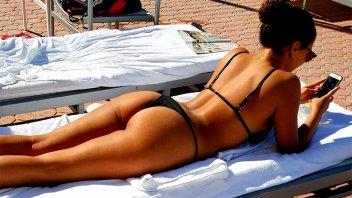 Postal súper sexy: Barbie Vélez en colaless bajo el sol de Miami