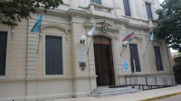Concejal propone reducir sueldos de funcionarios y eximir tasas comerciales