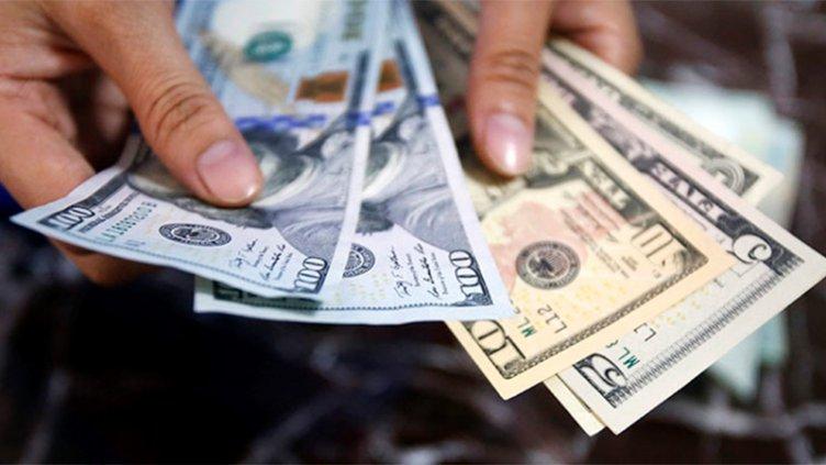 Muchos bancos siguen sin vender dólares, pero su precio sigue subiendo