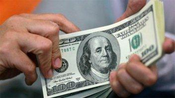 El dólar blue bajó a $147 y se achica la brecha cambiaria