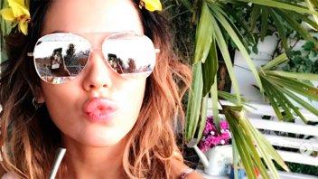 Karina Jelinek deleitó con sus curvas: Foto en topless con una amiga