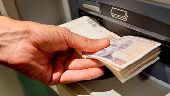 Bancos aumentan hasta $30.000 el límite de extracción en cajeros automáticos
