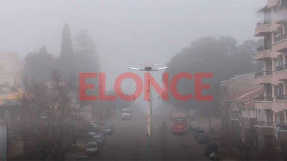 Alerta por reducción de visibilidad por bancos de niebla: consejos al conducir