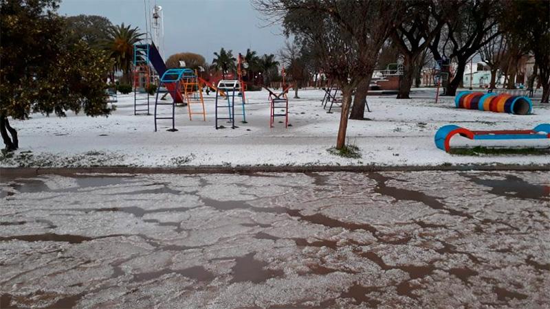 """Impresionante granizada: """"La ciudad parecía cubierta de nieve ..."""