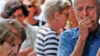 Aumento a jubilados incluiría suma fija y más un porcentaje: Cómo se aplicaría