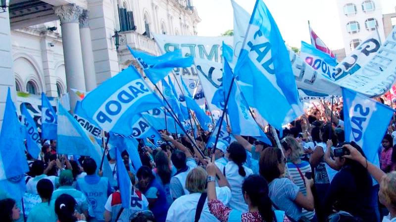 Docentes de Sadop, incluidos en aumento por decreto para trabajadores  privados - Política - Elonce.com