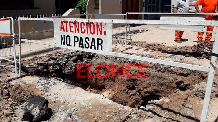 Corte de agua afecta a importante zona de Paraná: Reparan caño distribuidor