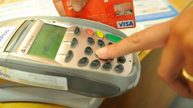 Tarjetas de crédito: Un banco puede cobrar hasta 224 por ciento de tasa anual