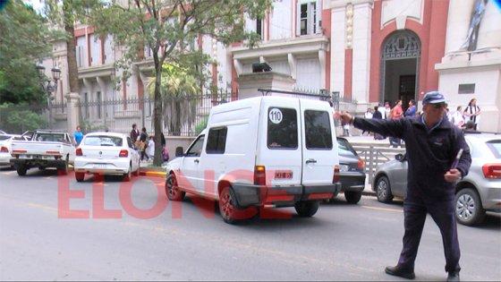 Controlarán el tránsito frente a escuelas: Buscan que los padres no estacionen