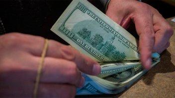 El dólar blue cotizó estable a $77,50