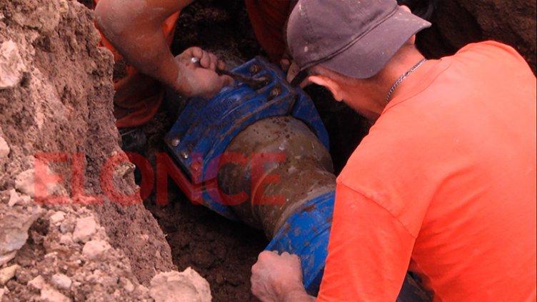 Restringen el servicio de agua en el sur de la ciudad para reparar cañerías