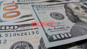 El dólar blue cotizó a $145 y tocó su menor nivel desde septiembre