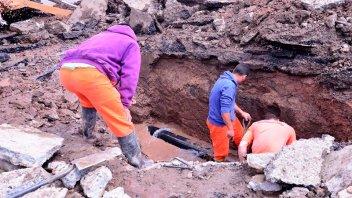 Intensifican tareas de reparación de cañerías de agua potable