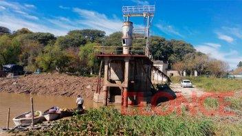 Bajante del Paraná: trasladarían una bomba para mejorar la toma de agua del río