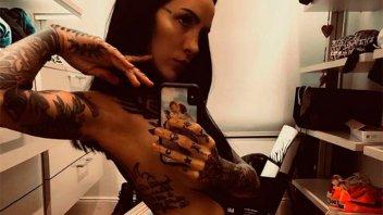 Casi sin ropa, Candelaria Tinelli mostró su bronceado