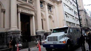 Postergan los vencimientos de tarjetas y otras deuda con los bancos