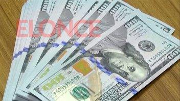 El dólar blue bajó por primera vez en tres semanas tras tocar récord
