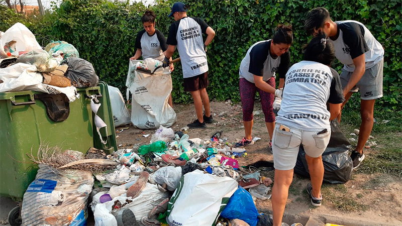 Jóvenes de la CCC colaboraron con la limpieza.-