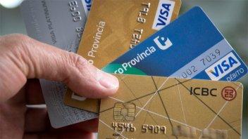 Postergan plazo para pagar tarjetas que vencen durante la cuarentena