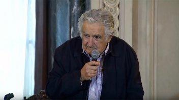 Mujica renuncia como senador y se retira de la política: