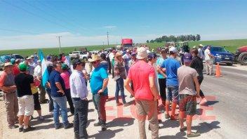 Productores se movilizan en la Ruta 12 y acceso a Colonia Merou
