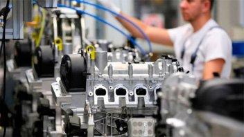 La producción industrial registró en agosto una caída del 5,2%, según la UIA