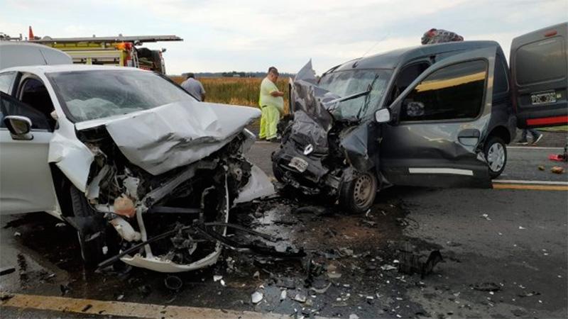Dos vehículos chocaron de frente en la ruta provincial 18