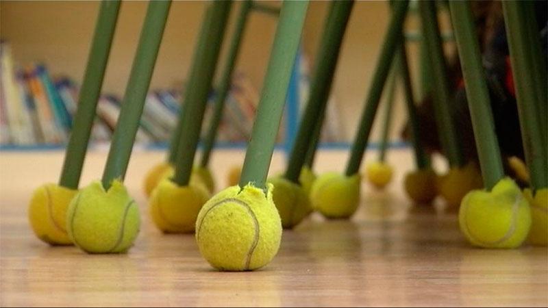 Resultado de imagen para pelotas de tenis en las sillas