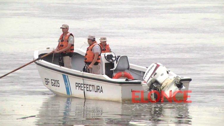 Estaba pescando, sufrió un ataque de epilepsia y cayó al río: intensa búsqueda