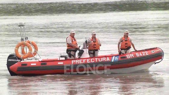 """Rescatan a tres personas en el río cuando su embarcación se dio """"vuelta campana"""""""
