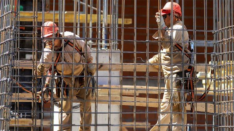 La semana próxima se abonaría el salario complementario a trabajadores privados