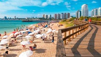 Uruguay pedirá cuatro hisopados a los argentinos que vayan en verano