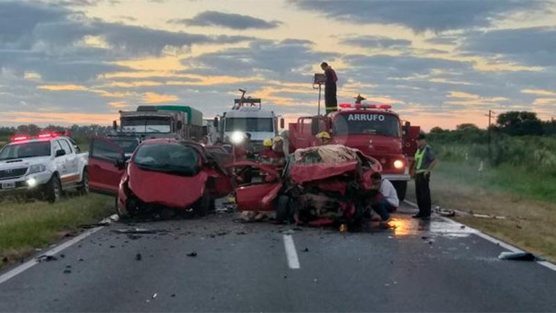 Tres personas fallecieron por impresionante choque frontal en ruta santafesina.