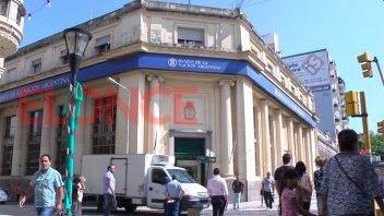 Los bancos pagan hoy a jubilados pendientes de cobro con DNI terminados en 2 y 3