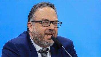 Kulfas reclamó un rol más activo a los bancos para financiar pago de salarios