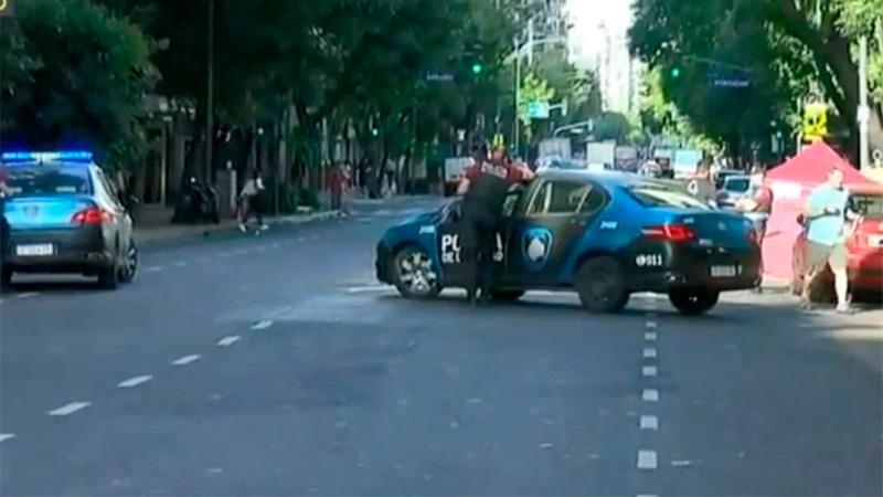Atropellaron y mataron a un hombre, abandonaron el auto y escaparon en taxi