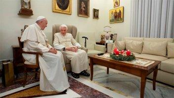 Benedicto XVI le pidió al Papa Francisco que ordene hombres casados