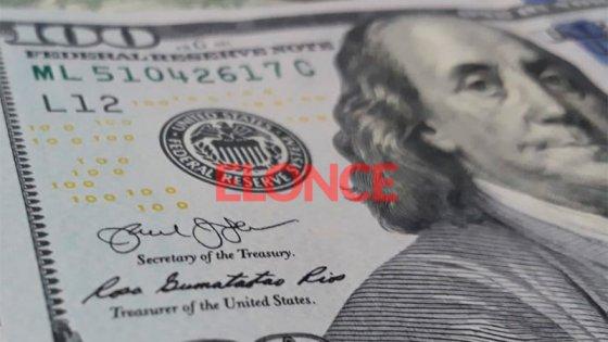 Se derrumbó la venta de dólares en enero por el cepo y la crisis