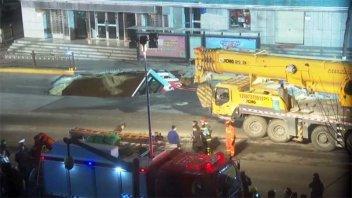 Video: El pavimento se tragó un colectivo en China y hay al menos 6 muertos