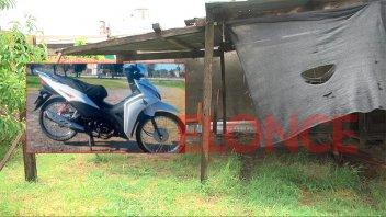 Le robaron la moto de un complejo habitacional y pide ayuda para recuperarla