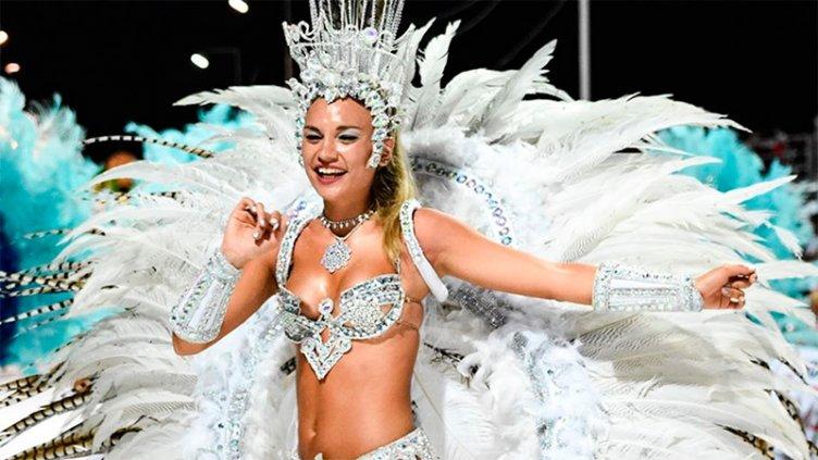 Comparsas de Hasenkamp desplegarán su brillo en una nueva noche de carnaval