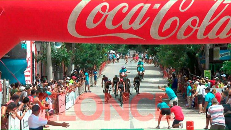 Triatlón: La Paz se vistió de fiesta y una multitud acompañó a los atletas