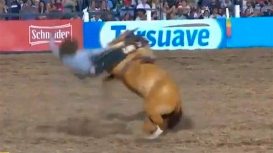 Jinete entrerriano está grave tras caer del caballo en Jesús María: Video