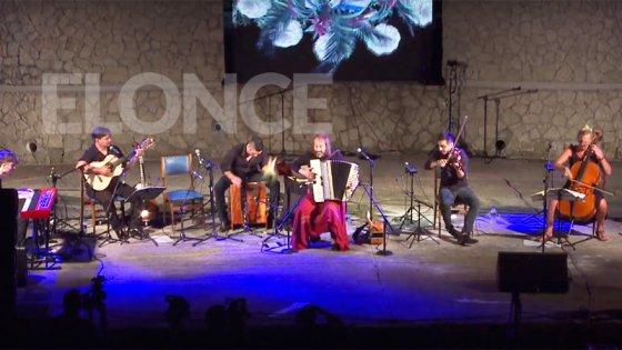 Con un gran marco de público, Chango Spasiuk se presentó en el Anfiteatro