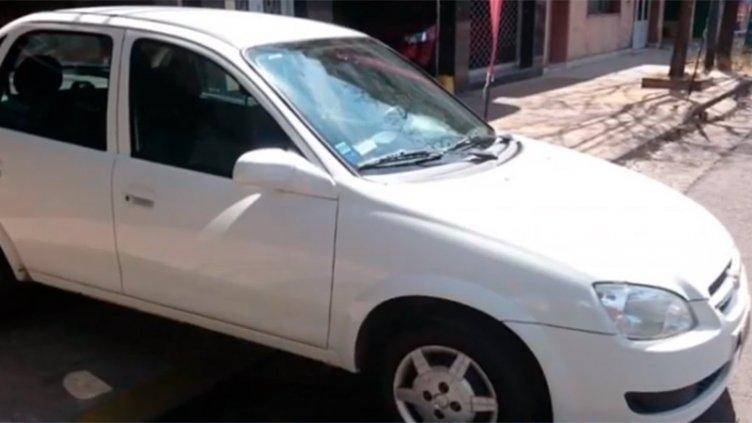 Con un arma blanca, pareja asaltó a un remisero y le robaron el auto
