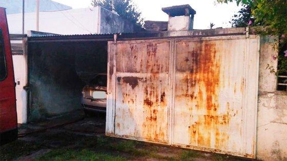 Dos autos incendiados completamente: investigan si el siniestro fue intencional
